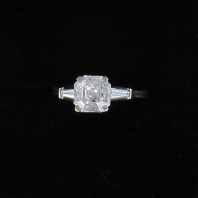 18KT/T ASSCHER CUT DIAMOND ENGAGEMENT RING