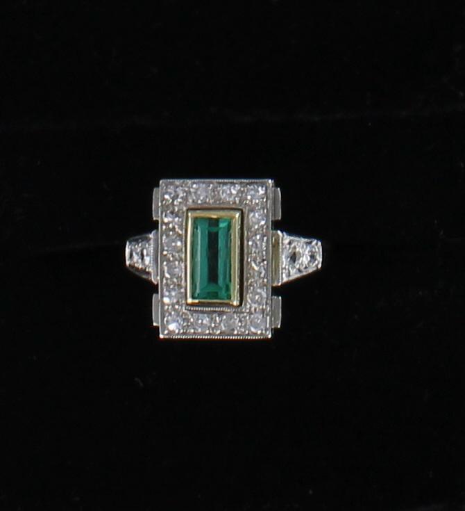 18KT/T EMERALD AND DIAMOND RING CIRCA 1930 101-2886