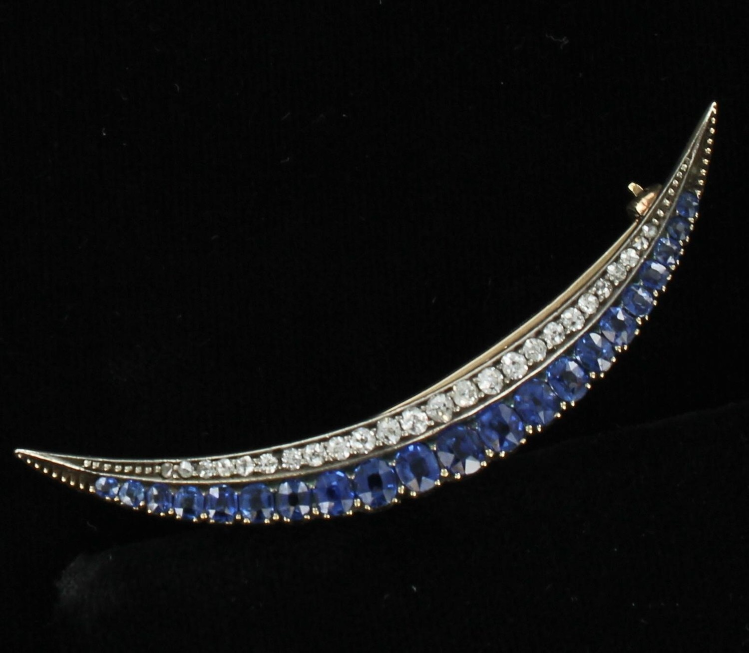 14KT SAPPHIRE AND DIAMOND PIN CIRCA 1920