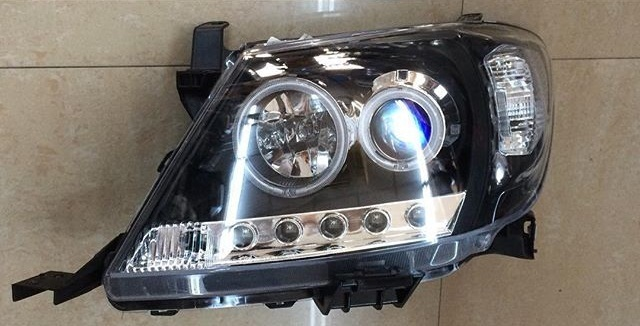 Hilux 2005 - 2011 Dark Head Lights pair 0000075