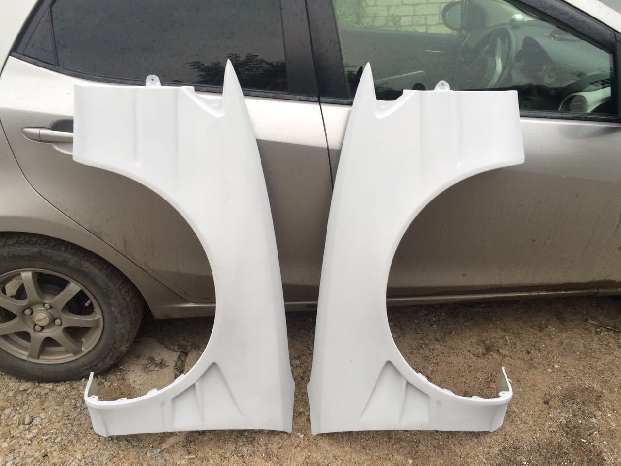 Front wings for TOYOTA Levin/Trueno AE110, AE111 Fibreglass