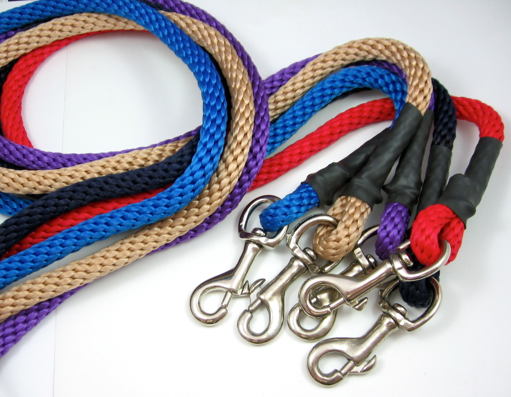 The American: 6 Ft - Leash With Clip with Rubber Handle