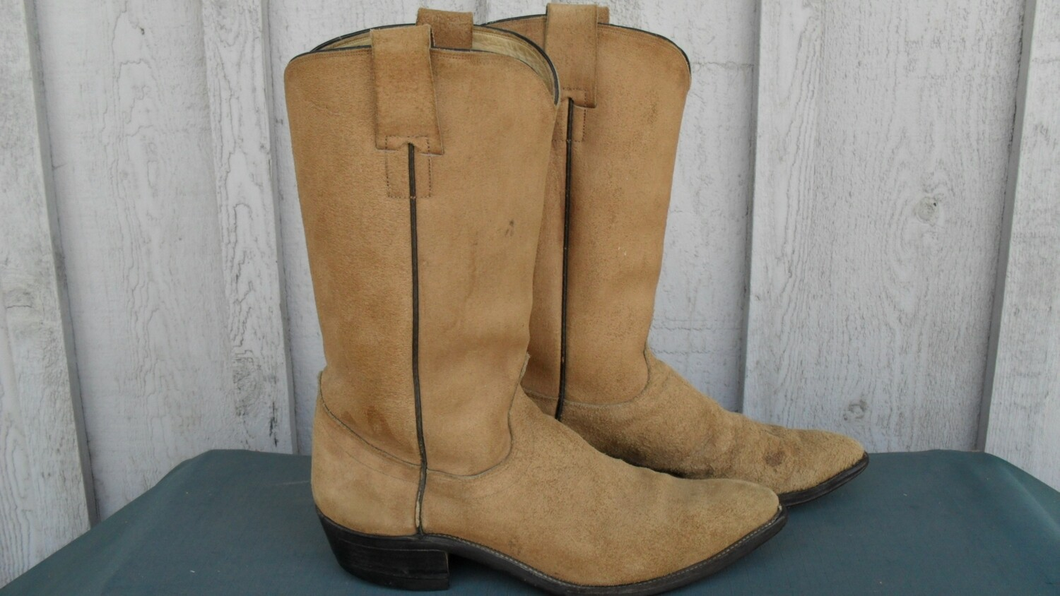 "Hyer boots that Dierks Bentley would undoubtedly ""Hold On"" to!"