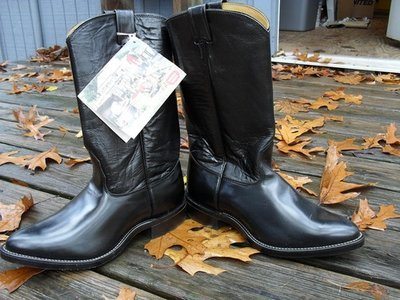 Brand new Nocona boots...come complete with their own 'mirror'!!