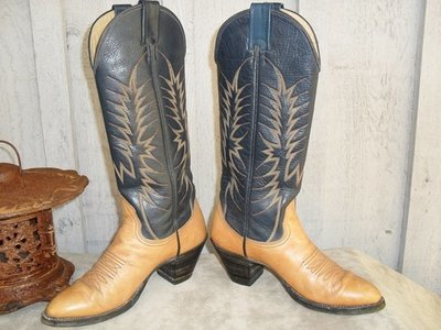 Too hot to handle Nocona Boots!!