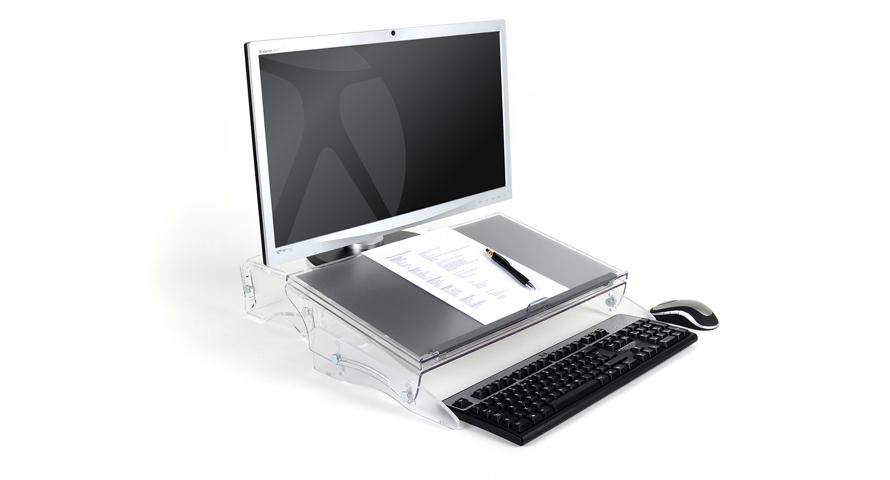 Der FlexDesk 640 wird zwischen Monitor und Tastatur positioniert.