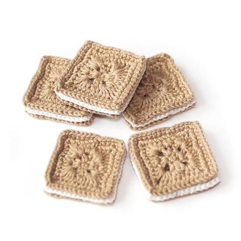 Вязаное квадратное печенье