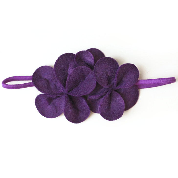 Фетровое украшение — фиолетовое