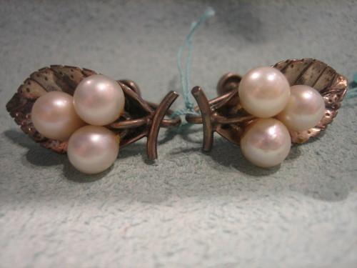 Ming's Pearl Earrings Silver Leaf