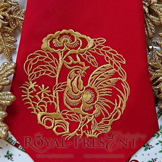 Дизайн машинной вышивки Петух держащий пион RPE-159