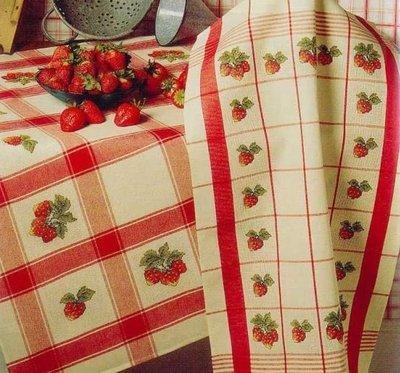 Дизайн для машинной вышивки крестом Клубника