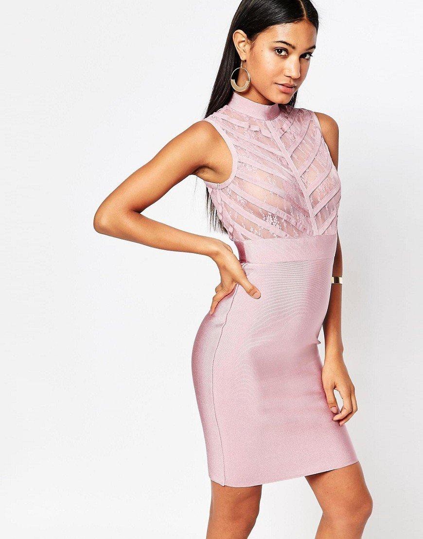 Vestido ajustado en bandas con cuello subido y canesú de encaje transparente de WOW Couture TN-2300085
