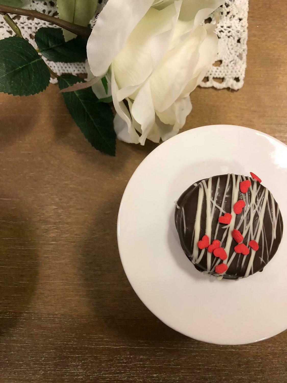 Chocolate- Covered Oreos (4 Pieces )