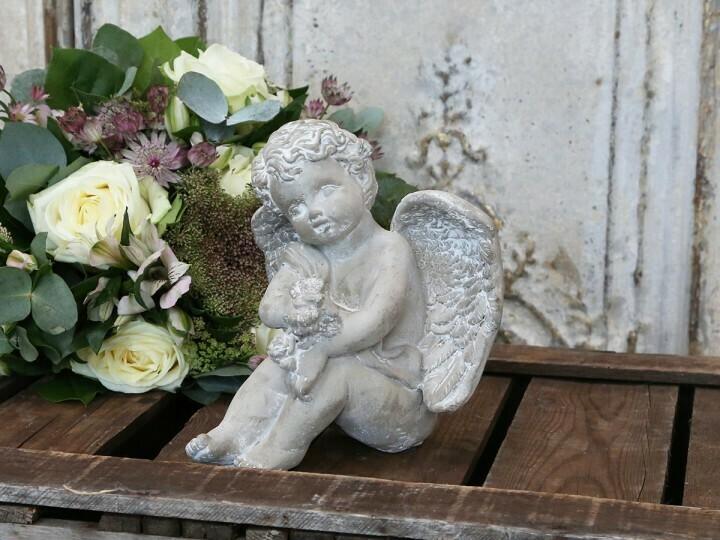 Engel siddende