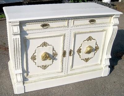 Skænk hvid/guld. H90L130D90 cm