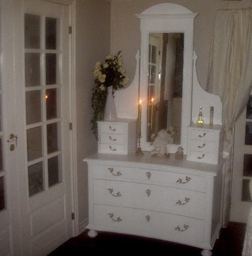 Antikt møbel m. spejl