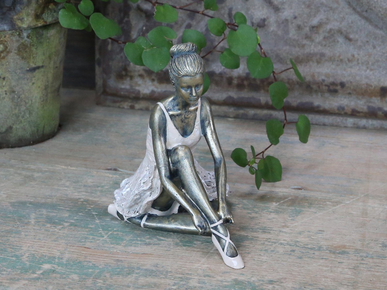 Ballerina siddende