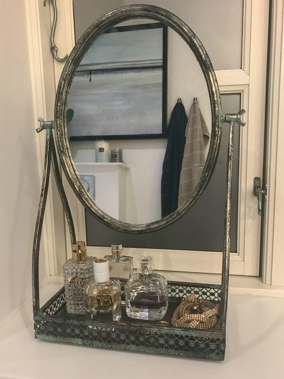 Spejl med hylde