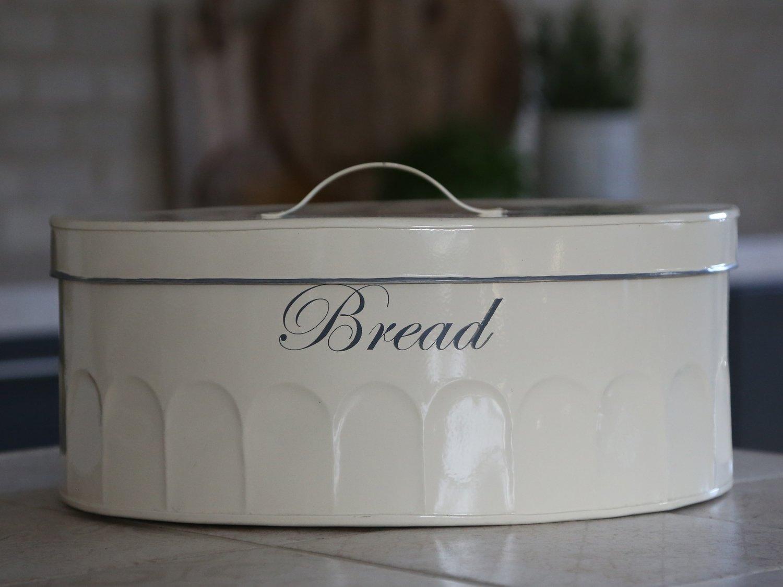 Køkken. Gl. fransk Brødkasse oval. Creme L35B28H15 cm