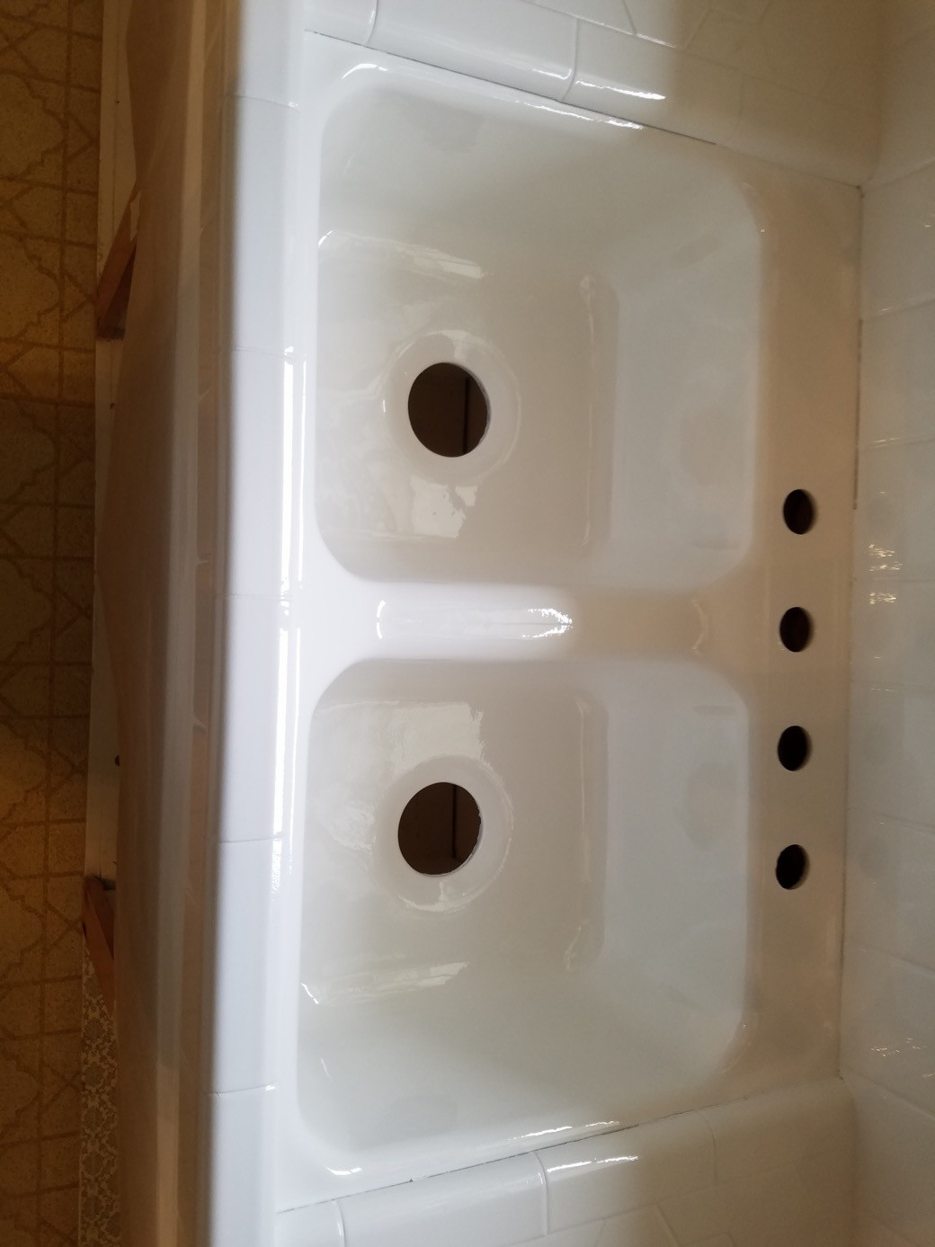 Bathroom Sink In Liquid Porcelain