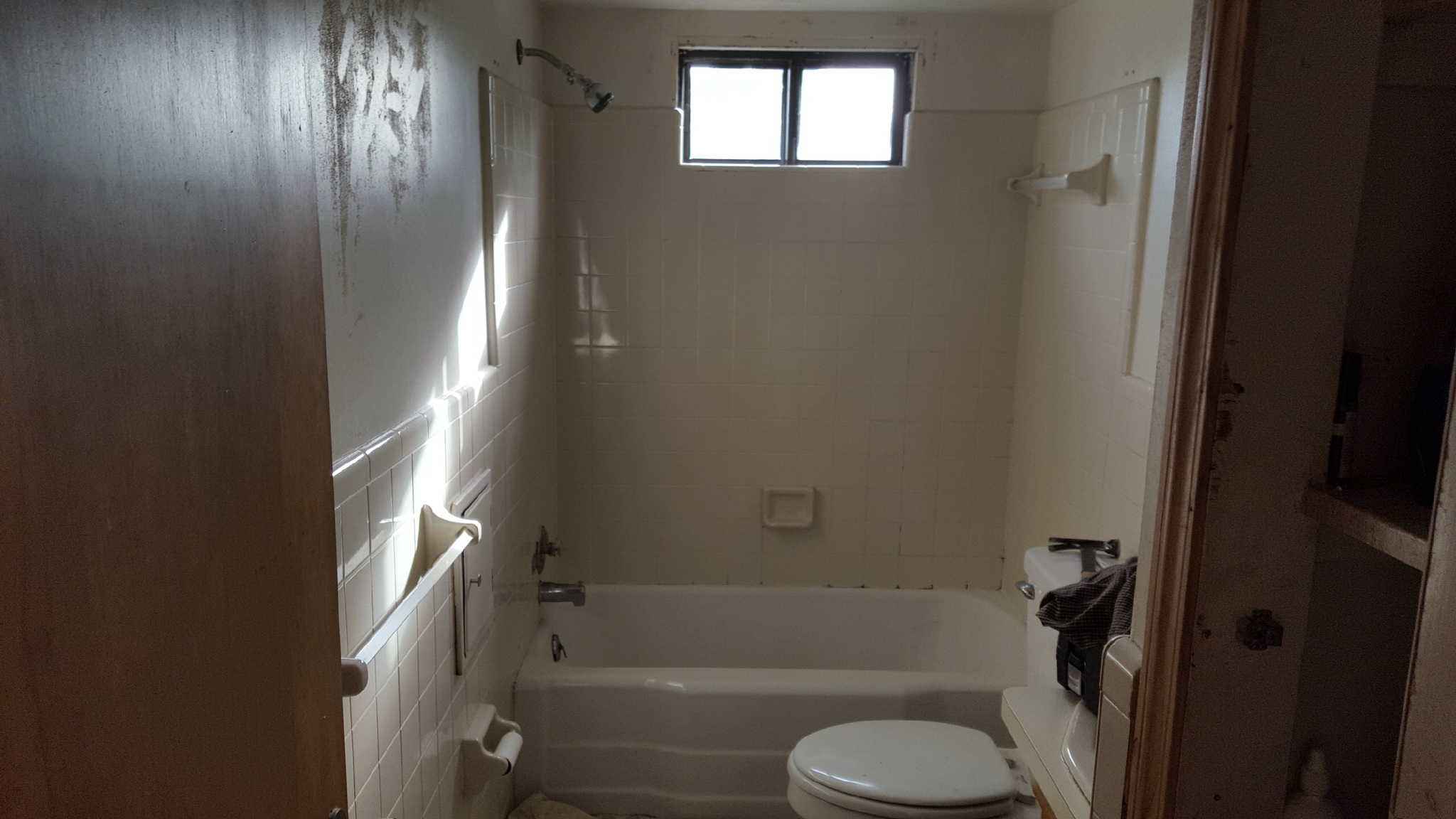 Tub and Surrounding Walls Refinishing - 3 Coat System