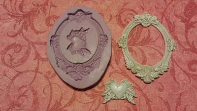 Oval Frame with Heart Accent Molds