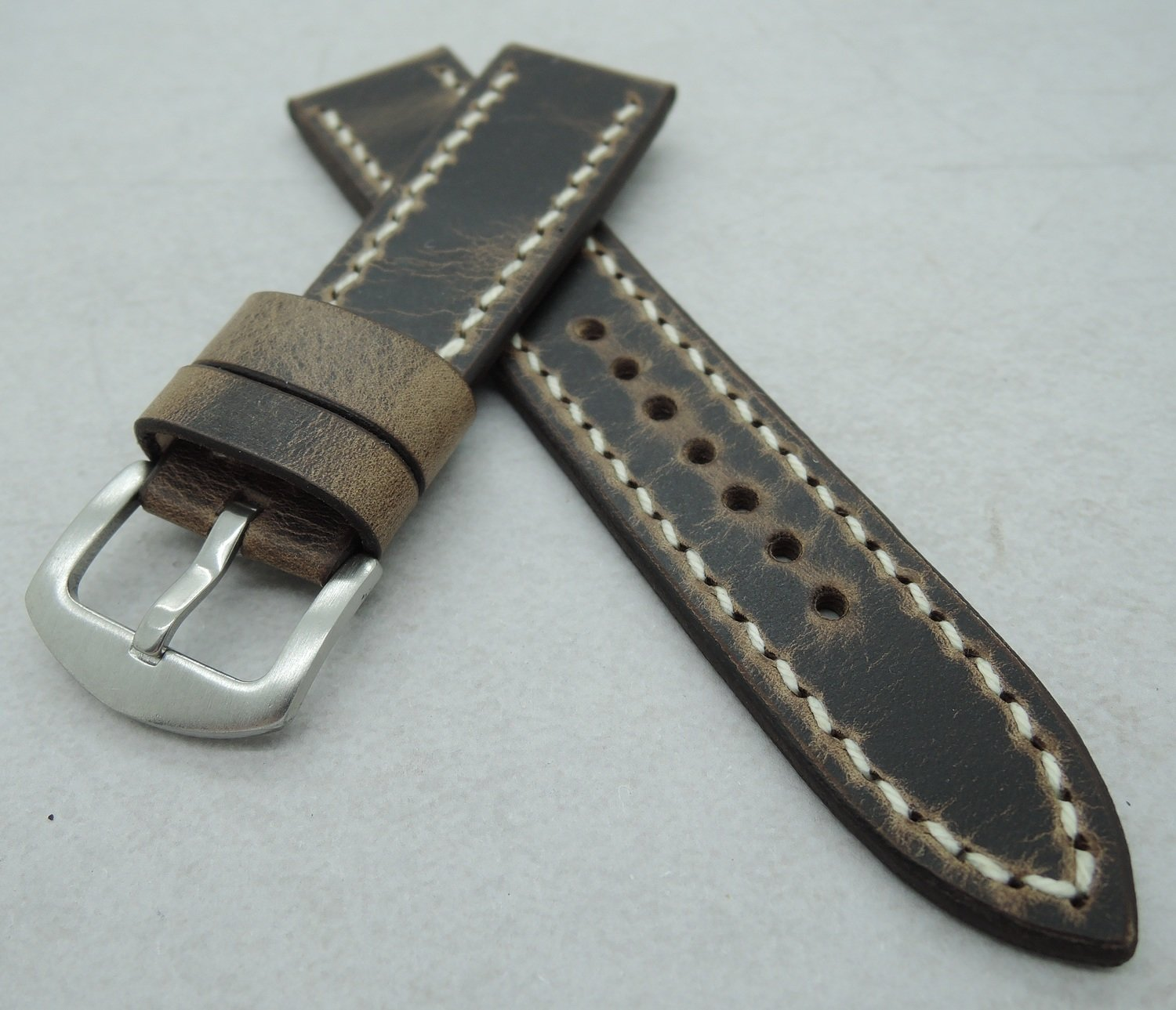 "22mm wide ""Crazy Horse"" strap, 20mm wide at the buckle"