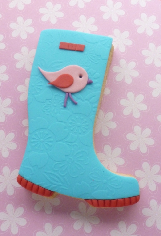 A paisley shape can also be used to create little birds as used on this wellington boot cookie