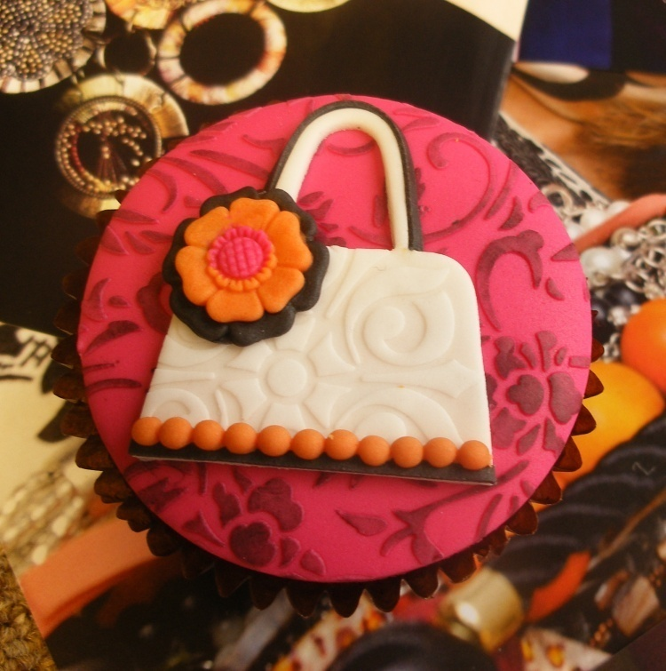 Tote handbag on a cupcake- simple when you have the right sugarcraft cutter
