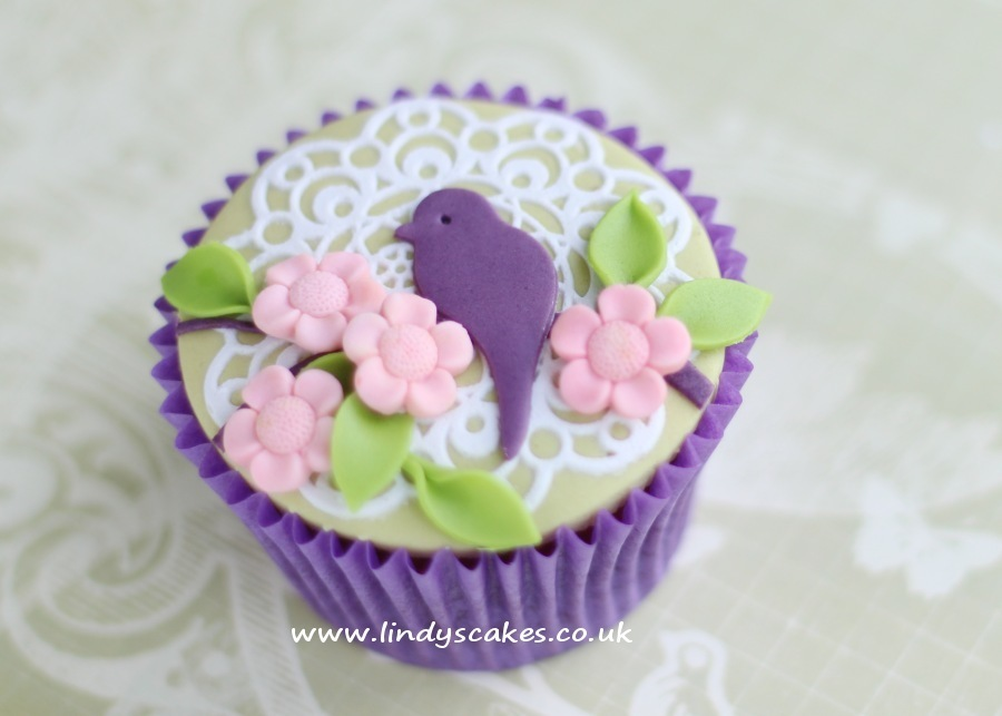 A pretty spring cupcake uses Lindy's single bird silhouette sugarcraft cutter to decorate this attractive cupcake. Simply cut out the shape and make a indent for the eye