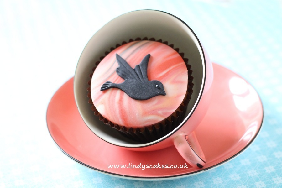 A flying sugar bird on marbled sugarpaste makes a beautifully simple yet effective decoration for a cupcake. Add wing markings using a dresden tool