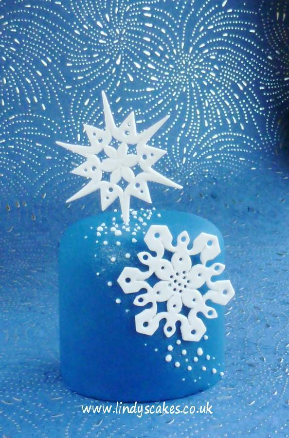 Scallop diamond used to create the delicate details on this mini snowflake cake
