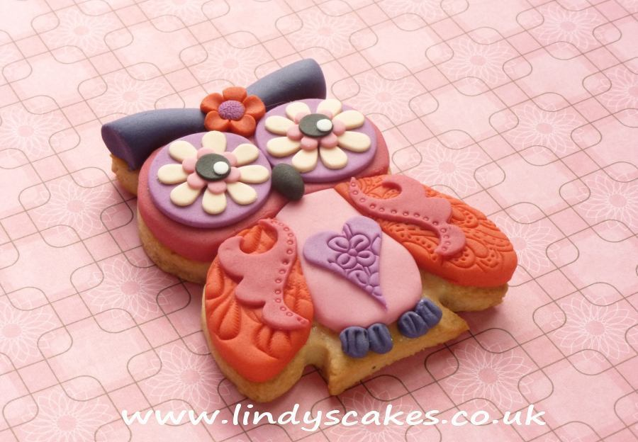 Small sninese scroll cutter used to add wing detail to this adorable owl cookie by Lindy Smith