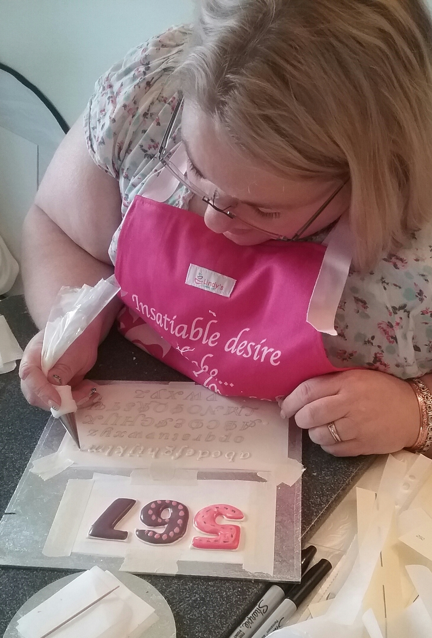 Royal icing and lettering skills 1-2-1 class with Lindy Smith