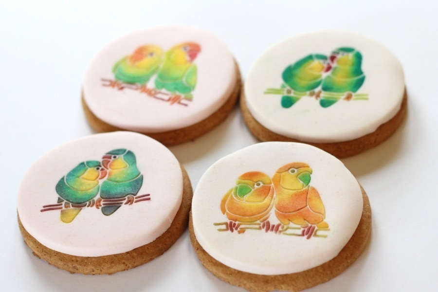 Stencilled lovebirds make wonderful wedding favours - change the colours to suit your wedding
