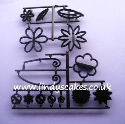Fantasy Flowers Cutter and Embossing Set (Patchwork Cutters)