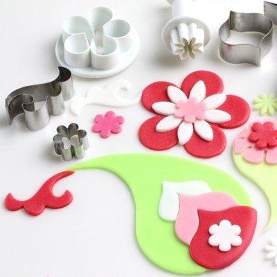 cake decorating tools equipment