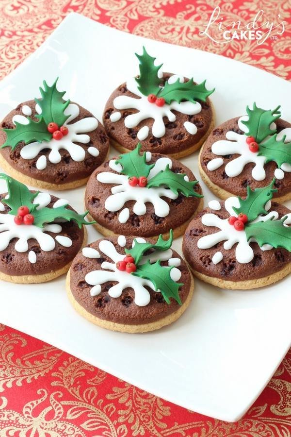Christmas pudding cookies by sugarcraft artist Lindy Smith