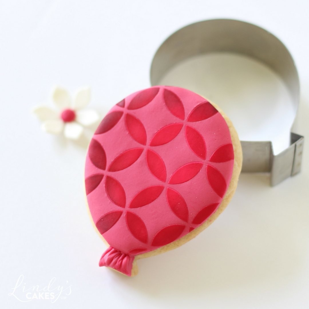 Balloon cookie decorated using edible dusts and the modern circle cake stencil CM001