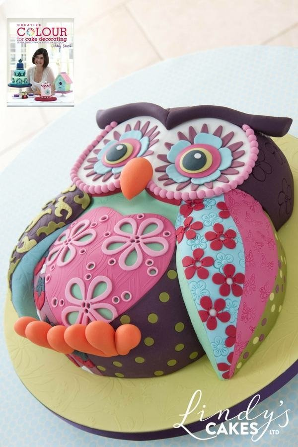 Patchwork owl cake from creative colour for cake decorating book by Lindy Smith