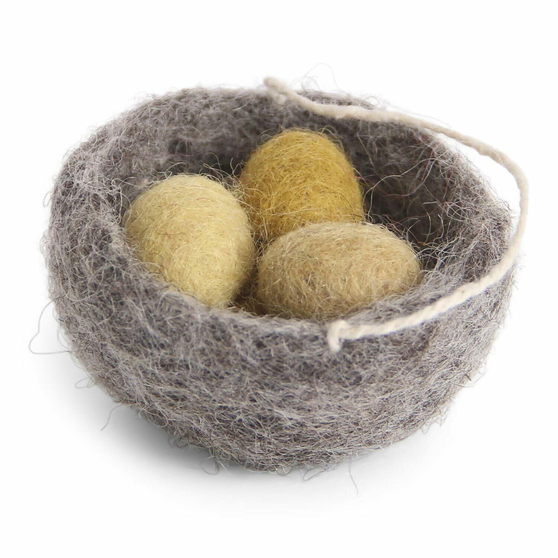 Nest mit Eiern aus Filz