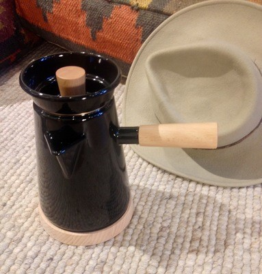 Cowboy Kaffee Kanne aus hochwertiger Emaille und Buchenholz