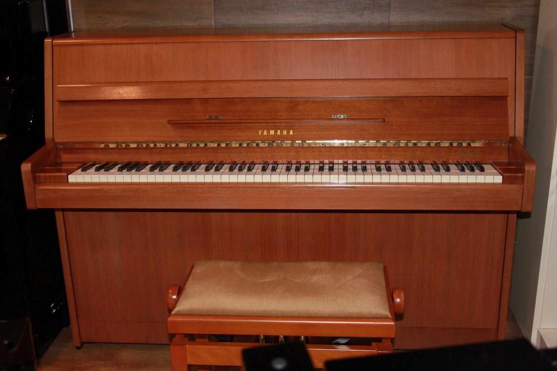 Yamaha Klavier, Mod. M1J 108, Nussbaum satiniert