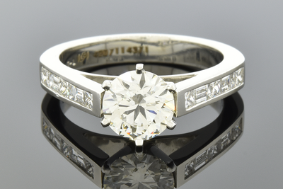 Item #6925 Classic Diamond Engagement Ring with Bold Lines