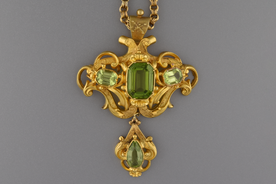 Fine Georgian Pendant with Peridot