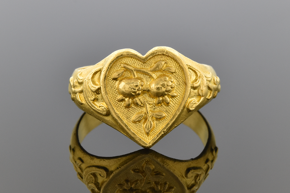 Carved Design Heart Ring In 22 Karat Gold 1516