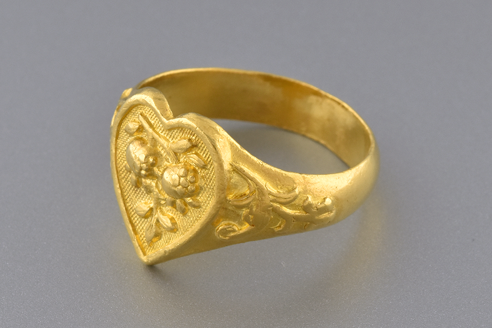 Carved Design Heart Ring In 22 Karat Gold