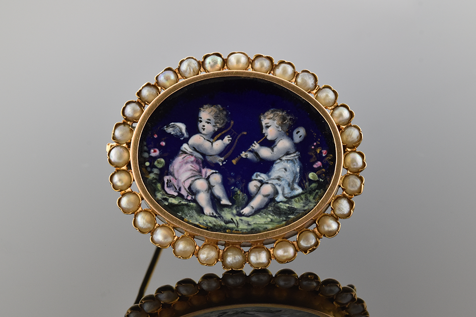 Item #4656 Enamel Cherubs Surrounded by Pearls 4656