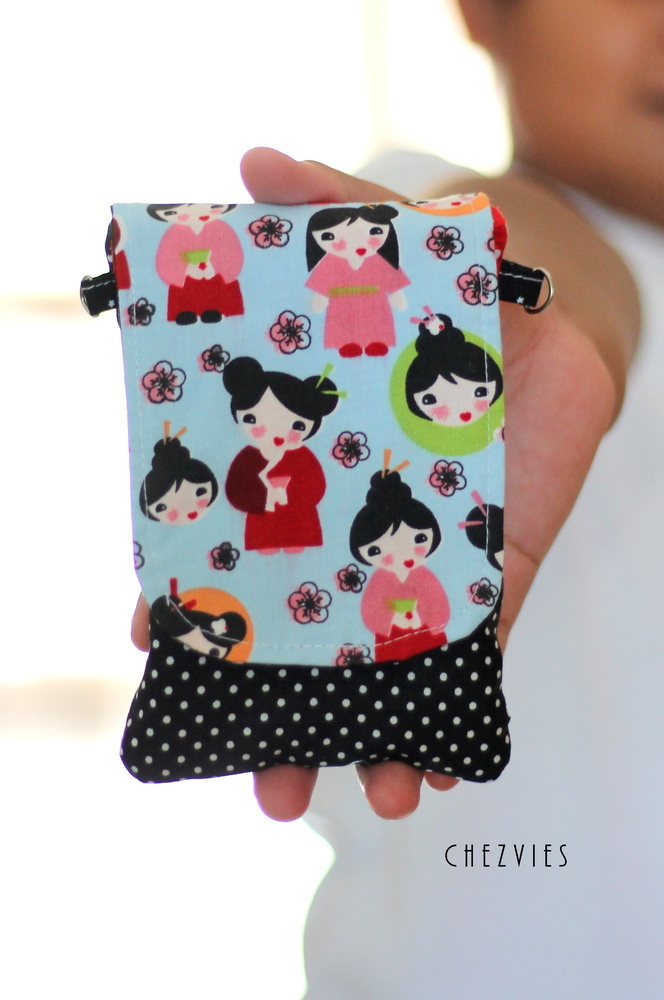 iPhone sleeve - Japanese doll smartphone cover - mobile phone case - cellphone pouch padded with pocket