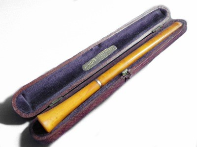 Butterscotch Amber 14k Gold Art Deco Comoy Cigarette Holder in Case